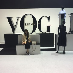 Stand revista Vogue.