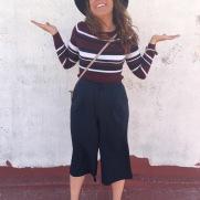 Pantalón culotte de Lefties. Jersey de Canalé de H&M. Bolso de Menta Bags. Pulsera de Lola´s. Mocasines y sombrero de Zara.